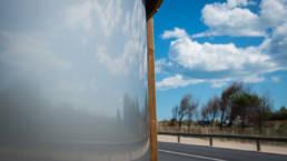 Design KL2 avec un reflet sur la porte