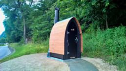 Toilette sèche KL1 Kazuba sur un parking nature