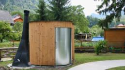 Toilette autonome KL2 Kazuba - installation dasn un parcours nature