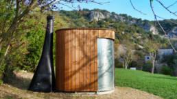 Toilette publique sèche KL2 sur un parking de montagne